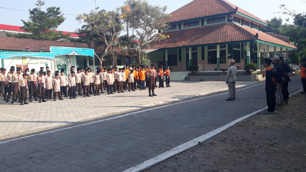 Upacara SMP-SMK Luqman Al Hakim Kudus Pelepasan Putra